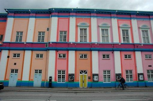 """Bilden är tagen från """"baksidan"""" av bioplatset i centrala Köpenhamn. Den här sidan av huset ligger vid Hammerichsgade."""